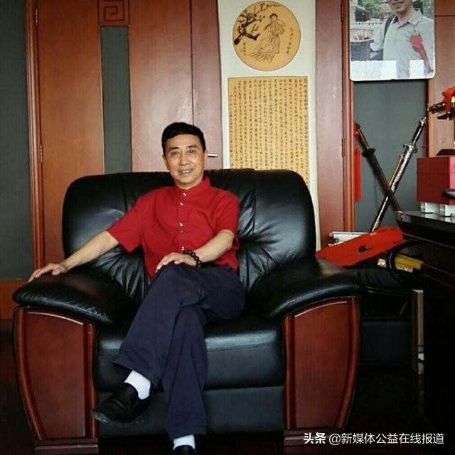 公益快讯:著名国家级大师吴俊伯爱心奉献—捐作品给义工协会
