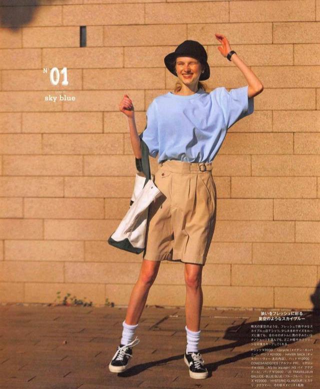 """被日本杂志""""穿搭""""闪了腰,仅一双白袜子搭遍所有T恤,好看好看"""