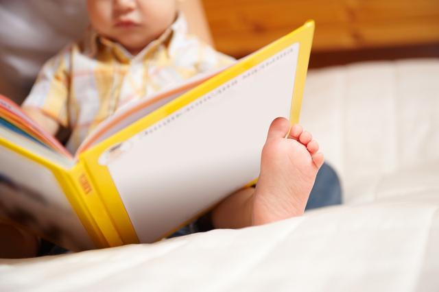 四岁半女儿每天主动阅读,流利拼读原版绘本,只因我教她这三点