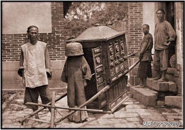 20世纪初北京的道路泥泞巴黎赛车走不动,平民娶妻盖的不是红盖头
