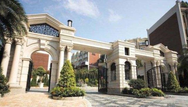 走进舒淇在香港的豪宅,小区门口富丽堂皇,家里却是用一般装修