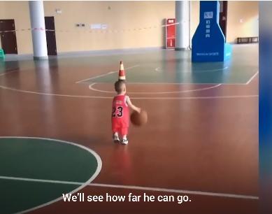 我的关键词 2岁男宝篮球天赋满点,父亲也不明原因,网友:快带娃联系姚明  默认版块