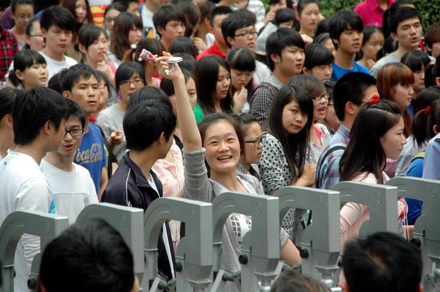 考完啦!你們的笑容燦爛了岳陽城