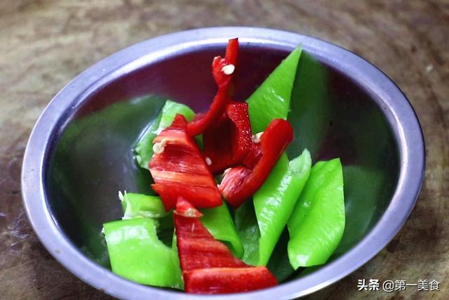 三伏天、这道少油版的肉末茄子少不了!鲜香下饭快、全家都爱吃