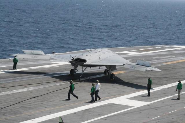 """风影,国产舰载无人机?双发喷气无人机""""风影""""现身,或已经弹射测试了"""