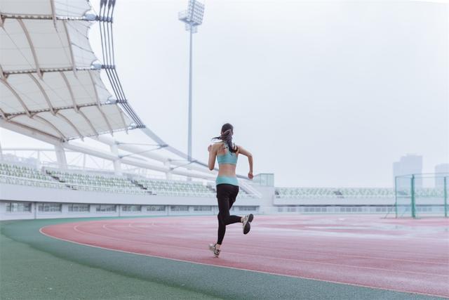 每天什么时候健身最好?选对时间效果事半功倍