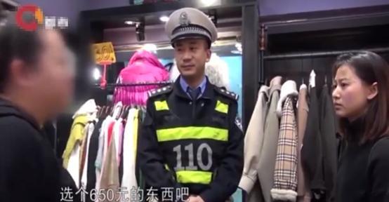 女子在商场熟店买千元衣服不合身,想退货遭拒,专卖店:一经出售概不退换