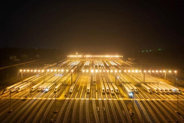 南广线首次增开夜间动车!
