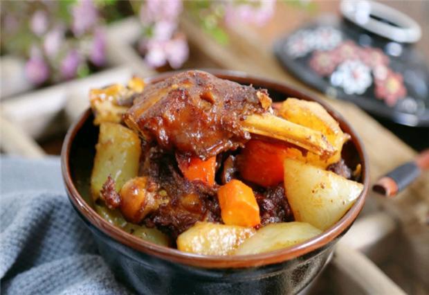 入冬了,要多吃温热食材,羊肉炖萝卜就最好,营养又好吃