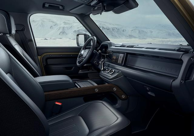 致敬經典 #全新路虎衛士#功能至上的設計美學引領汽車設計新風潮