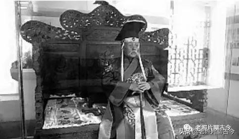 珍贵老照片记录袁世凯登基全过程 身穿龙袍坐龙椅 不能自拔