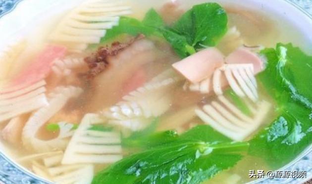 精选美食:鸡肉菌汤、葱香蛋卷、辣炒萝卜、南乳烤肉的做法