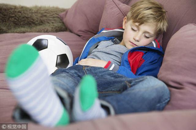 孩子身高发育,正被临睡前几个坏习惯打断,14岁前不纠正恐难长高
