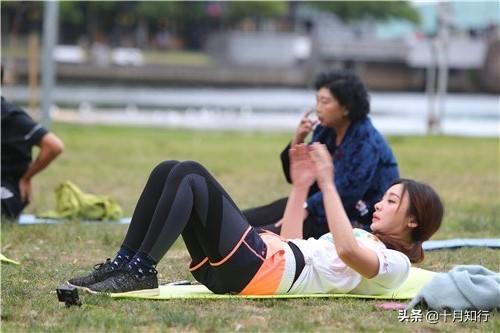 愛健身的女孩不會老,40歲柳岩依然少女,好身材一半天生一半努力