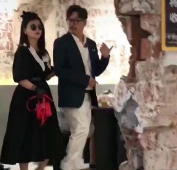 李湘晒白富美贵妇照,但修图前后反差大,只修自己不修同事惹非议