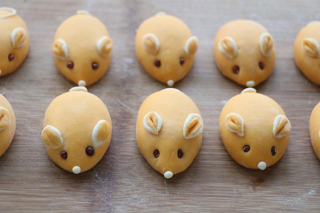 老鼠花樣面食的做法,好看又好吃,做法不難,過年寓意好,圖吉祥