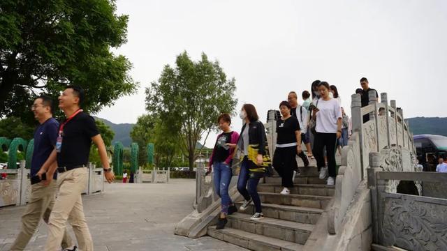 """【重磅】跨省旅游恢复!崆峒山迎来50余家旅行社前来""""踩线"""""""