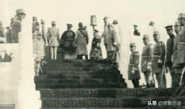 罕见历史老照片:1915年袁世凯身穿龙袍登基的全过程