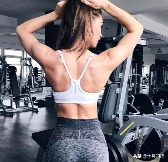 虎背熊腰顯胖又顯老,女性背部訓練,幫你挺拔身姿,練出天然美背