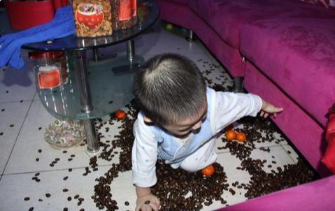 《假如你家有2-4岁的孩子,动不动就撒泼哭闹,建议用这3招制服他》
