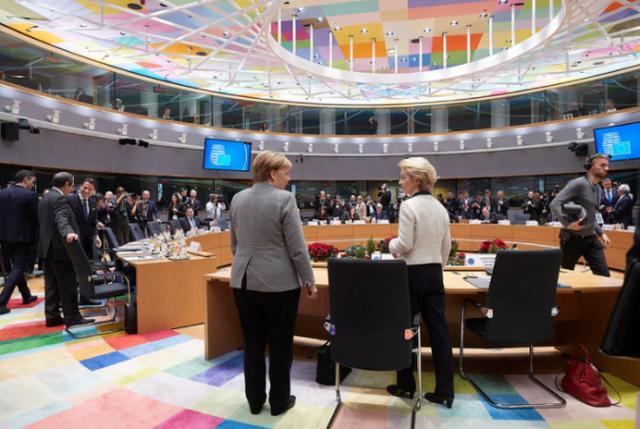 """民调显示欧盟民众对美国作为""""全球领导者""""的信任暴跌"""
