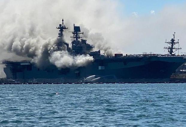军舰还在燃烧,又坠毁一架军机,美国人叹息:已不是从前的美军