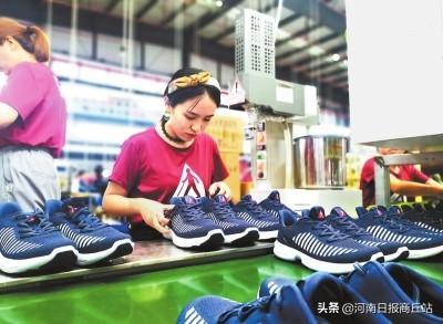 """河南睢县:""""一双鞋""""走出强县富民路"""