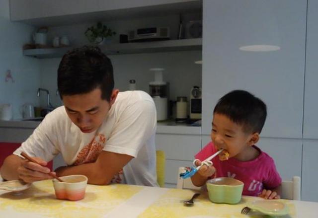 教育孩子根本不难,爸爸用1碗面条教会儿子3个道理,做法很高明