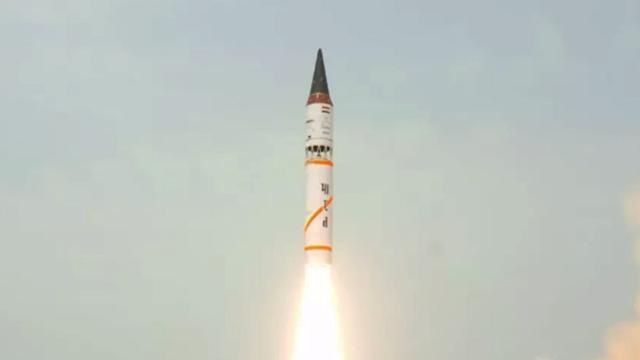 烈火3导弹拉出,布拉莫斯装上核弹,核潜艇出击:印度核动员开始