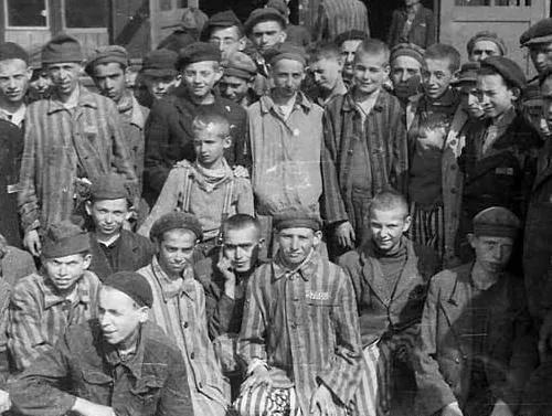 犹太女孩对纳粹说:叔叔,可以把我埋浅一点吗?我怕妈妈找不到