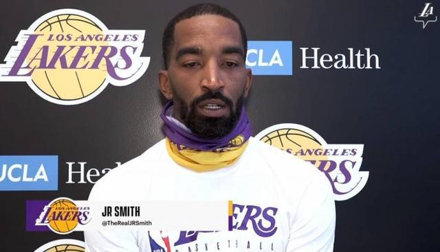 在湖人負責什麼工作?JR:底角和兩翼的三分球,高品質的防守,還有不要耽誤他們的事情!