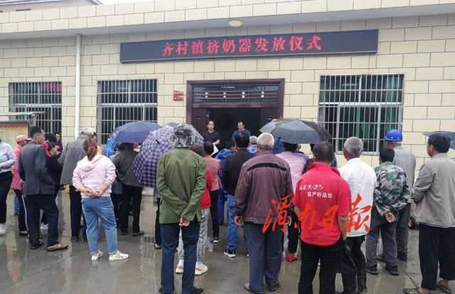 """富平县搭建移动羊舍助力贫困群众发""""羊""""财"""
