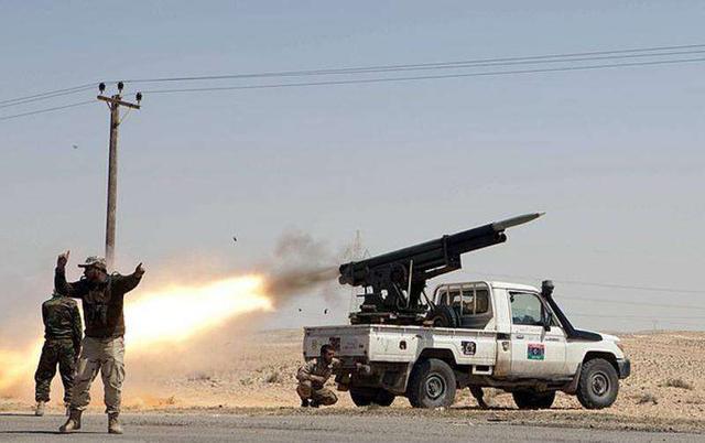 伊朗也要发起斩首?美高官刚到伊拉克就遭袭,大批火箭弹疯狂轰炸