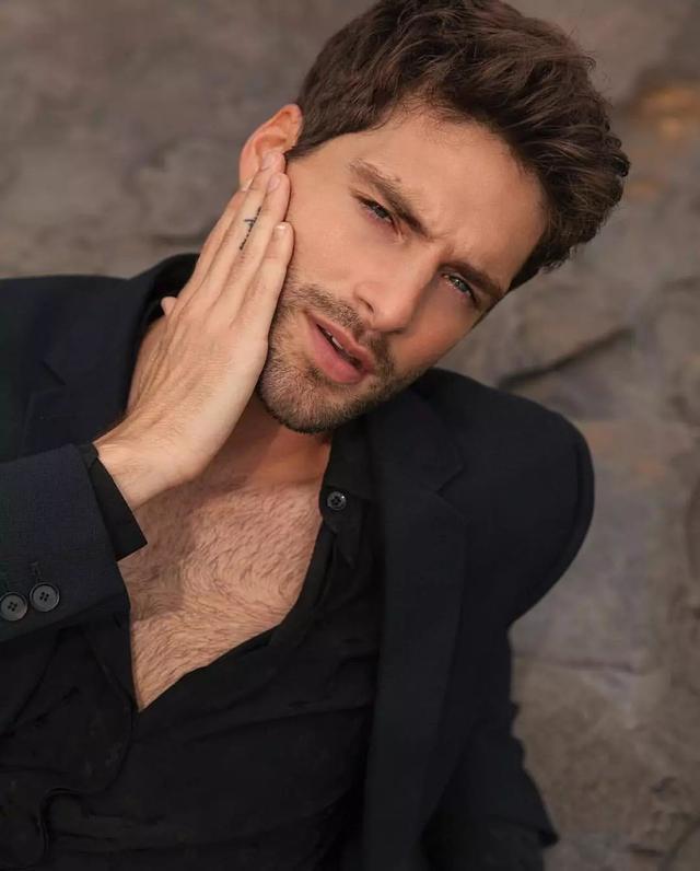 这个美国男模特的眼珠碧蓝摄人心魄,像宝石一样好看!