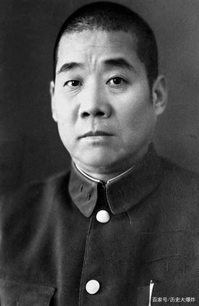 他本被老蒋派去中条山送死,后却在八路军的帮助下大胜日军