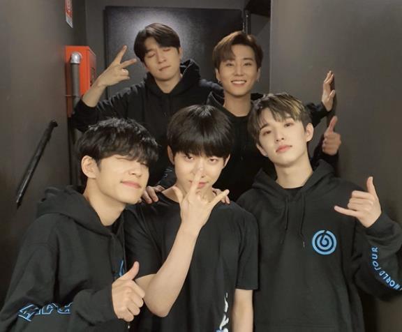 DAY6美籍成员控诉JYP差别对待,个人节目被腰斩活动零宣传