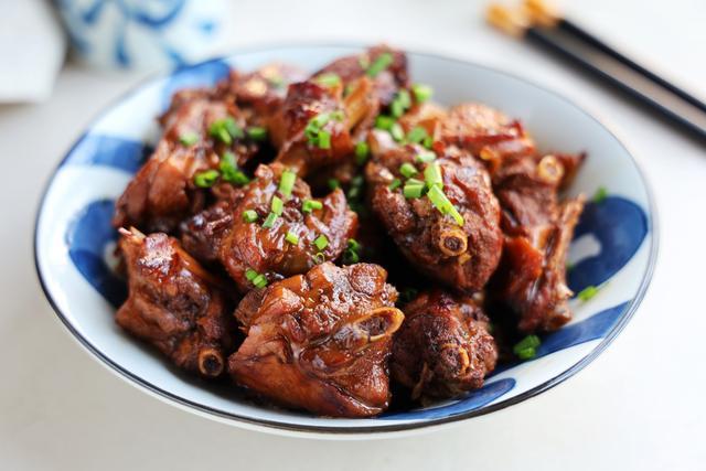 夏天,豬肉牛肉都不如它,便宜又好吃,簡單燉一鍋,花不了幾個錢