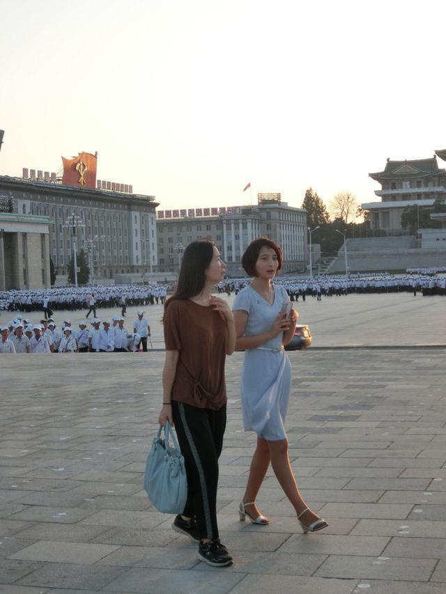 为什么朝鲜导游年轻漂亮,但她们大部分都是单身?