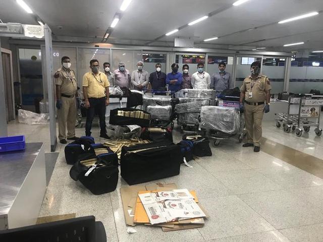 印度撤侨航班又出走私案 11名乘客裤袋藏3公斤黄金被抓