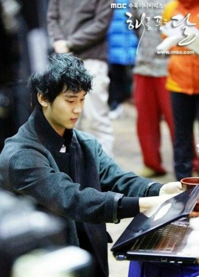 金秀贤出道13周年啦,来看看连韩国网友也不知道的金秀贤TMI