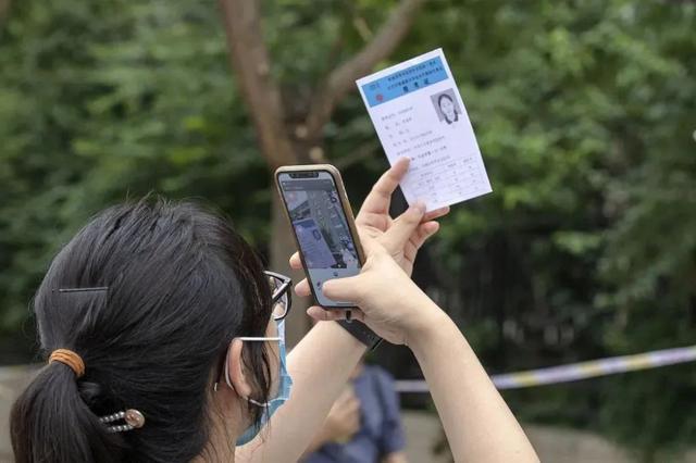 江苏警方:朋友圈晒录取通知书?危险