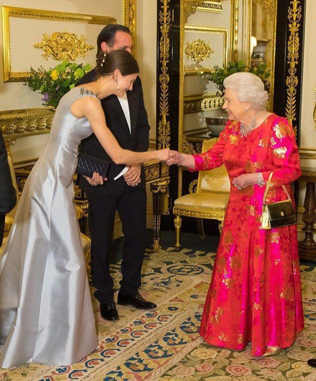 從美國超模逆襲成印度王妃!穿唯美紗麗太耀眼,生兩個小王子太贊