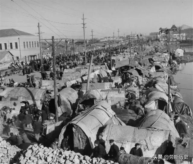 1949年蒋介石撤离南京国民政府老照片,金条成堆,家具成山