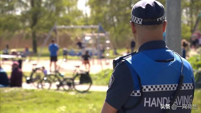 荷兰两城市试验戴口罩招致吐槽:复杂化?违宪?犯罪行为?