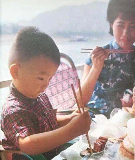1973年美国人拍摄的舌尖上的中国,那时候有钱人的日子很滋润