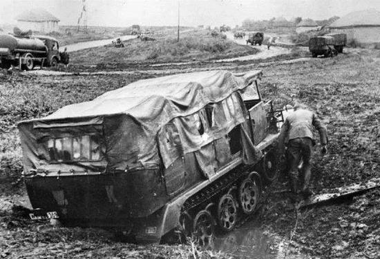 疯狂的苏联,为了提高速度将火箭装上坦克,瞬间化身超级跑车