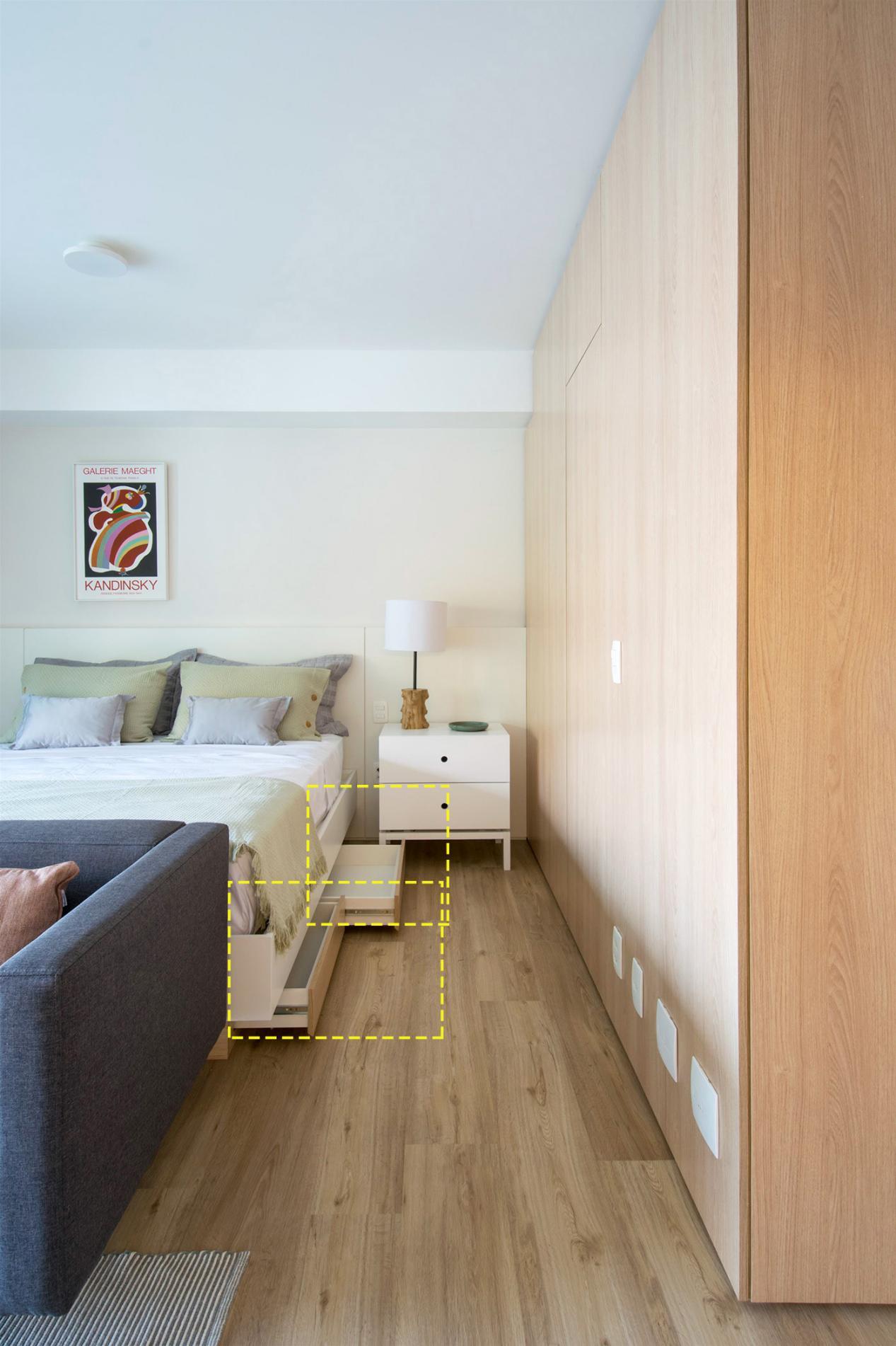 家里总共才27㎡,卧室不装门,沙发后就是床,功能区一个没落下