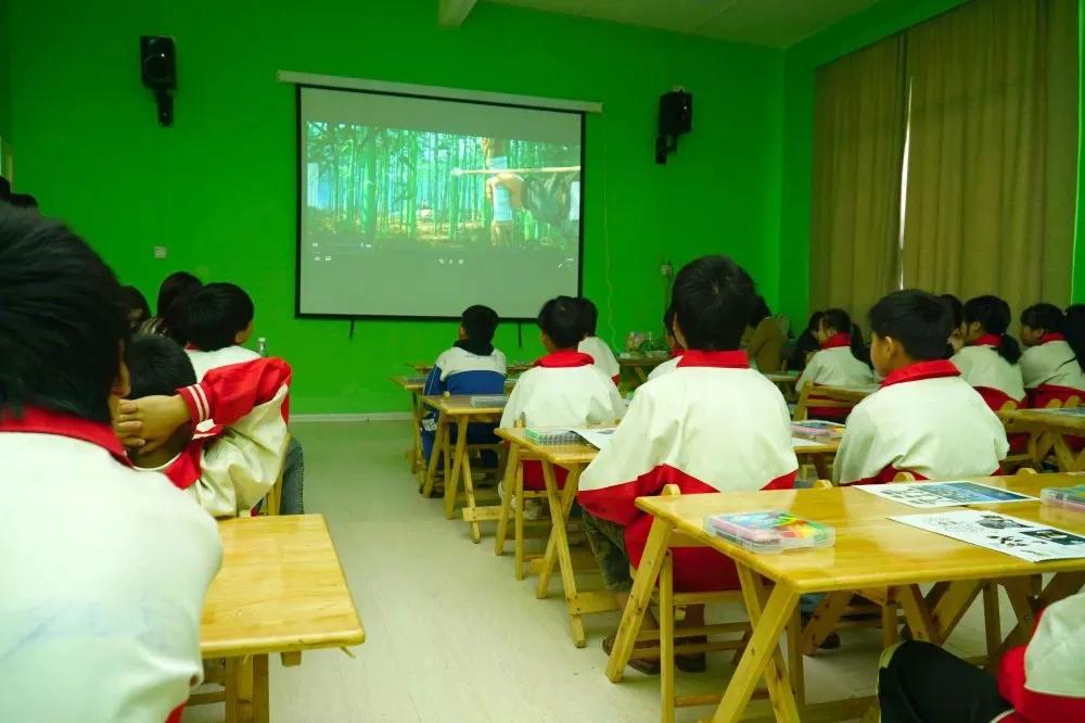 国产成人AV在线免播放观看更新兄弟公益基金推出电影教育线上公开课,让光影启迪更多儿童