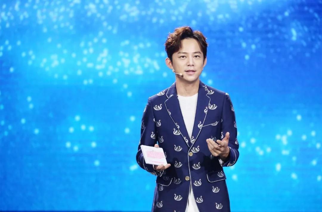 娱乐圈曾拒绝领奖的明星,何炅杨幂上榜,奖项有点欺负人