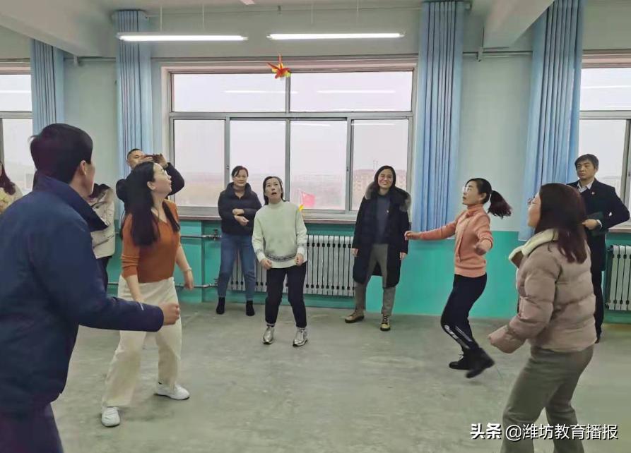 """潍坊锦海小学:喜迎""""三八"""",向党献礼"""